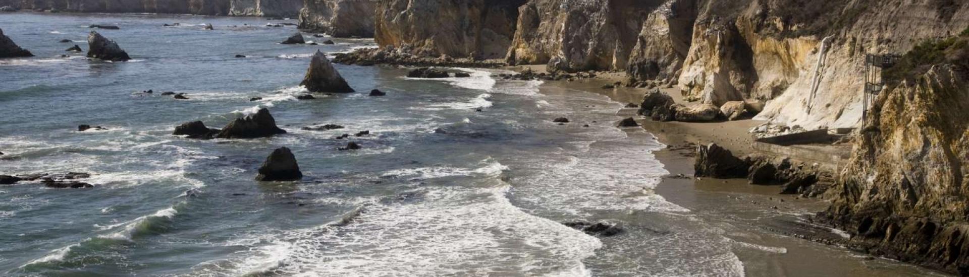 California-rocky-coast-95879504_4368x2912
